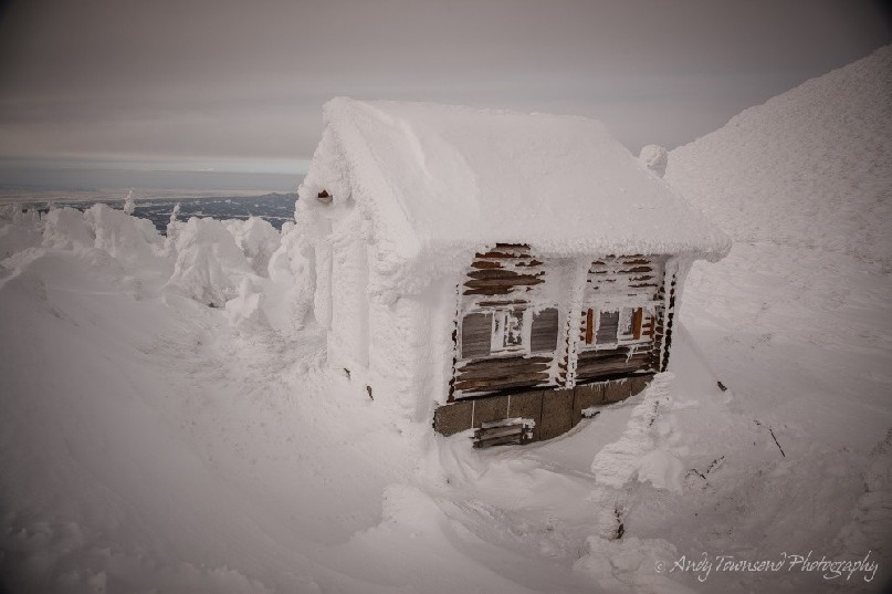 This rime-covered hut sits on the col between Mt Odake and Mt Idoake and provides emergency shelter in the winter.