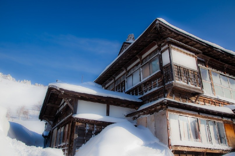 A clear winters day showing the architectural detail of the ryokan.