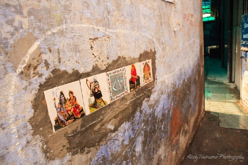 A wall adorned with 5 tiles leads into the entrance to an all-girl school.