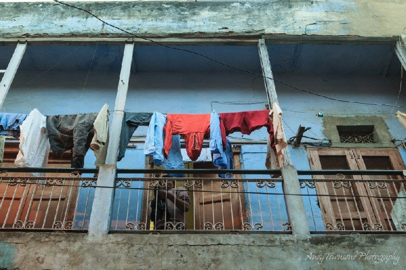 A clothes line above a busy city street.